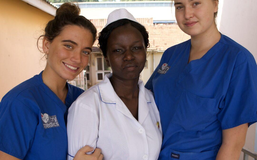Møt to pre-studenter med Try Medics i Uganda